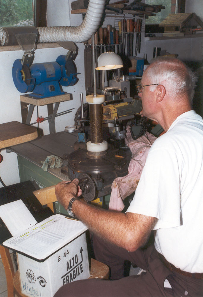 Uhrmacher Arbeitsplatz Anfertigung Stiftewalze